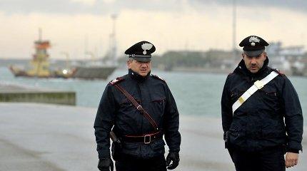 Italijos pietuose suimti 17 su mafija siejamų žmonių, įskaitant kelis politikus