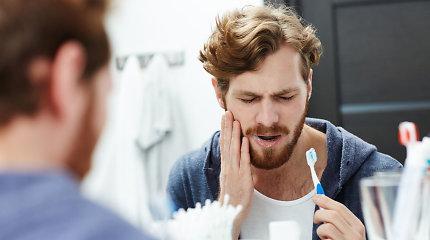 Dantų jautrumą gali paskatinti ir žiemiškas šaltis. Kaip sau padėti?