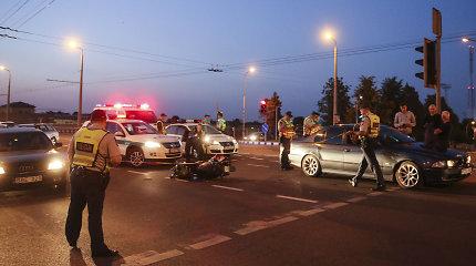 Šiauliuose automobilis rėžėsi į motorolerį: nukentėjo paauglys vairuotojas