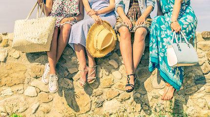 Kodėl avalynė vasarą trina ir slysta? Patarimas padės išsirinkti tinkamas basutes