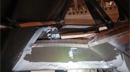 Iškrautuose cukraus masės vagonuose – slaptas nelegalus krovinys