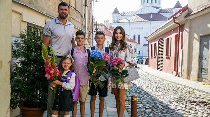 Tatjana ir Kšištofas Lavrinovičiai išlydėjo šešiametę Emili į pirmą klasę: mokysis kartu su broliais