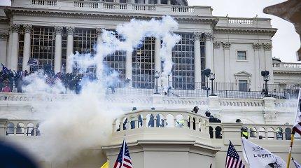 Du Kapitolijaus policininkai pateikė ieškinį D.Trumpui dėl sausio 6-osios riaušių