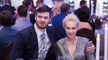 Darjušas Lavrinovičius su žmona švenčia pergalę: kalbos komisija dukrai naujo vardo neišrinko