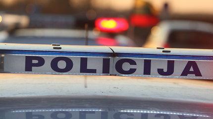 Klaipėdoje policijos persekiojamas vairuotojas narkotikus ėmė pilti per langą