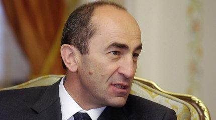 """Maskva perspėjo Armėniją dėl """"politinio smurto"""" prieš senąjį elitą"""