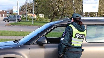 """Kaune """"pasižymėjo"""" """"Mercedes Benz"""" vairuotojai: vienas nepaiso nuobaudų, kitas skriejo 160 km/val. greičiu"""