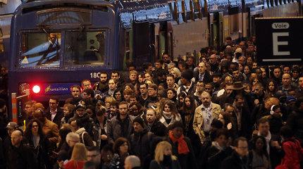 Paryžiuje keleiviai 6 valandas buvo įstrigę tunelyje sustojusiame greitajame traukinyje