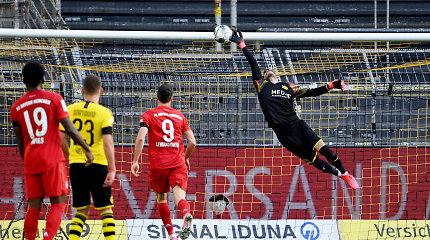 """""""Bundesliga"""" lyderių mūšis: įspūdingas J.Kimmicho parašiutas priartino """"Bayern"""" prie titulo"""