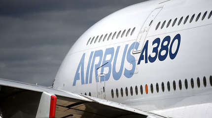 """""""Airbus"""" šiemet gali aplenkti """"Boeing"""" pagal užsakovams pristatytų orlaivių skaičių"""