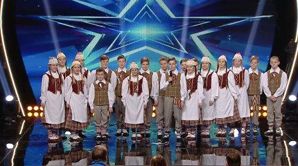 """Liaudies šokių kolektyvas papirko J.Jankevičių: """"Esate šutvė, kuri mėgaujasi tuo, ką daro"""""""