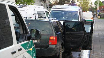Nuo Panevėžio policijos sprukusio vairuotojo gaudynės baigėsi stiklo dūžiais ir tyrimu dėl narkotikų