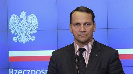 """Privačiame R.Sikorskio ir buvusio """"PKN Orlen"""" vadovo pokalbyje apie Lietuvą – necenzūriniai žodžiai ir užuominos apie gamyklos pardavimą"""