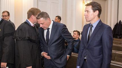 """""""MG Baltic"""" byla: teismas stebėjo, kaip pareigūnai pažymėjo E.Masiulio automobilyje rastus pinigus"""