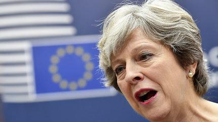 """D.Tuskas ketina perspėti Th.May, kad dėl """"Brexit"""" susitarimo reikia """"dar padirbėti"""""""