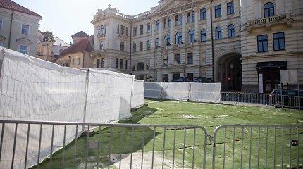 Popiežiui Vilnius nori pasirodyti gražesnis nei yra: statybas slepia po dirbtine žole