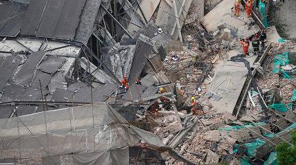 Šanchajuje įgriuvus renovuojamo pastato stogui aukų padaugėjo iki 10