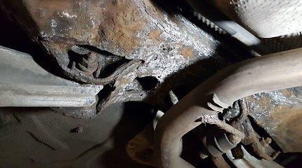 """Rūdimis """"pasidabinęs"""" automobilio korpusas – rimtų problemų ledkalnio viršūnė"""