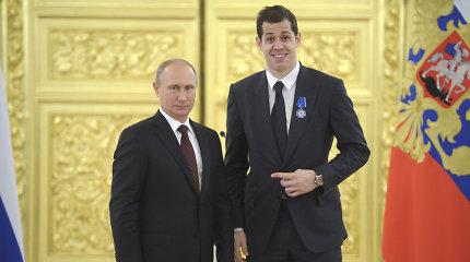 Rusijos ledo ritulio žvaigždė gavo amerikietišką pasą