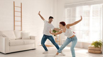 Šokių trenerė Rūta – apie idėjas karantino vakarams: šokiai ne tik gerina savijautą, degina kalorijas, tačiau ir sutaiko poras