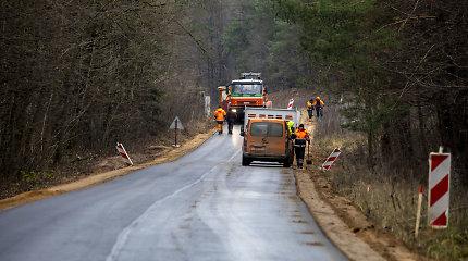 Dėl lėšų nukarpymo Kelių direkcija stabdo pirkimus ir 230 kilometrų žvyrkelių asfaltavimą