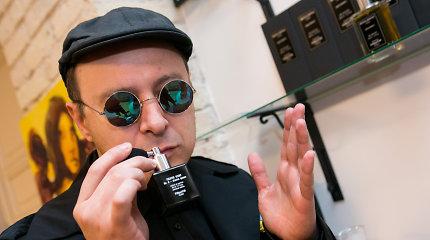"""Parfumeris Aistis Mickevičius: """"Net negalvokite pirkti kvepalus dovanų"""""""