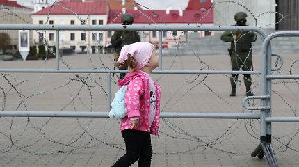 Minsko prokurorai ieško protestuotojų, dalyvaujančių akcijose su vaikais