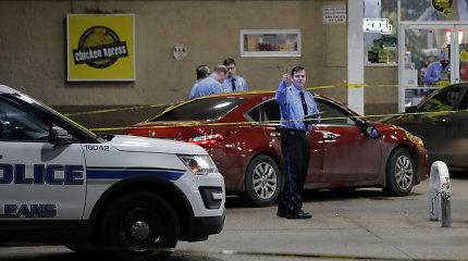 Naujajame Orleane automobiliui įsirėžus į minią žuvo du žmonės, dar šeši sužeisti