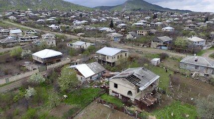 """ES ragina """"nedelsiant grįžti prie derybų"""" dėl Kalnų Karabacho"""