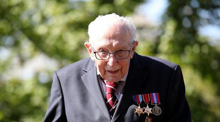 Britanija atsisveikino su pandemijos didvyriu kapitonu Tomu Moore'u