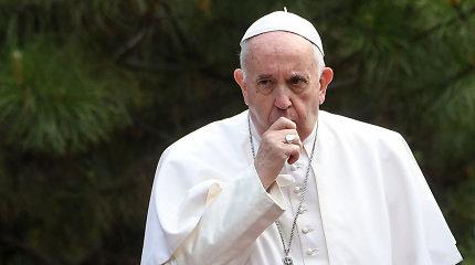 Popiežius Pranciškus suteikia visuotinius atlaidus koronavirusu užsikrėtusiems ir juos gydantiems medikams
