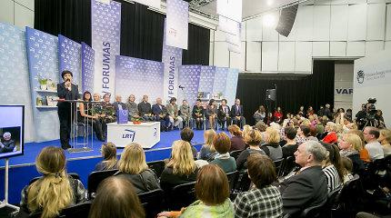 """Knygų mugėje apdovanoti akcijos """"Metų knygos rinkimai"""" laureatai"""