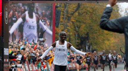 Istorinis rezultatas: E.Kipchoge maratoną įveikė greičiau nei per 2 valandas