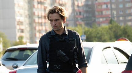 """Interviu su Robertu Pattinsonu: apie """"atbulus"""" filmavimus ir darbo su Ch.Nolanu iššūkius"""