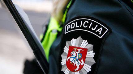 Kalvarijoje dvi girtos moterys keikė ir bandė mušti policijos pareigūnus