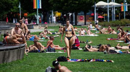 JAV gyventojai rengiasi dar vienai kepinančiai savaitgalio dienai