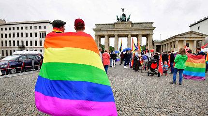 """Vokietijoje bus uždrausta homoseksualių asmenų """"atvertimo terapija"""""""