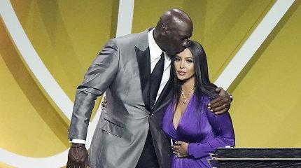 """""""Jis vis dar laimi"""": Kobe Bryantas įtrauktas į Šlovės Muziejų drauge su T.Duncanu ir K.Garnettu"""