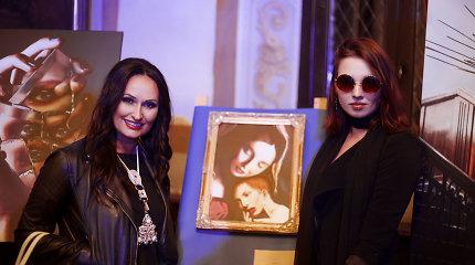 Inga Budrienė aukcione įsigytą fotoportretą padovanojo dėl jo irgi kovojusiai Gabrielei Gutt