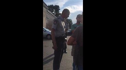 Šiurkštus policijos pareigūno bendravimas