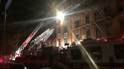 """Per """"istorinį"""" gaisrą Niujorke žuvo 12 žmonių, tarp jų – vienerių metų vaikas"""