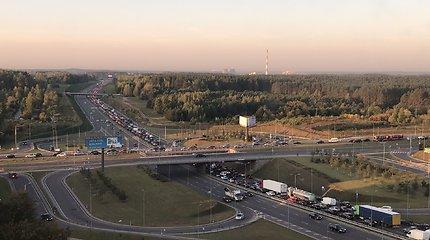 Vilniaus Vakariniame aplinkkelyje rytą susiformavo milžiniška spūstis
