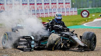 F1 lenktynės Imoloje: įspūdingos avarijos ir nukarūnuotas Lewisas Hamiltonas