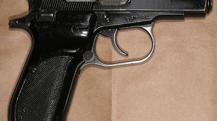 Alytaus rajone vyras persišovė sau ranką valydamas pistoletą