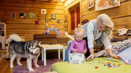 Renatos ir Mariaus Jampolskių šeimos fotosesija jų namuose