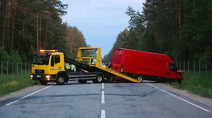 Trijų automobilių avarija Trakų rajone: 1,84 promilės girtumas ir du žmonės ligoninėje