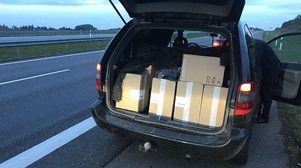 """""""Voyager"""" vairuotojo kelionė: greitkelyje teko plačiai atverti bagažinę, teisme – piniginę"""