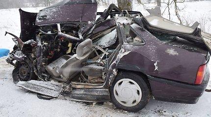 Žiemos iššūkis vairuotojams Lietuvos keliuose: žuvo 1 žmogus, sužeista dar 10
