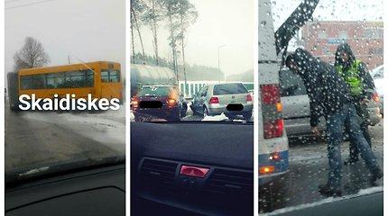 Vilniaus vairuotojai tarsi atprato nuo kritulių: ėmė snigti – ir pasipylė avarijos