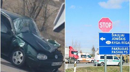 Po rimtos avarijos Šiaulių rajone pasklido gandas apie vairuotojos žūtį – policija jį neigia
